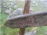 VajnežNa vznožju gore- lahko bi jo lepše označili.
