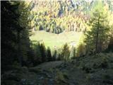 Slovenske planine v vseh letnih časihKar kmalu jo ugledamo spodaj.