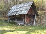 Slovenske planine v vseh letnih časihPoleg pa je pastirska koča v kateri je bival pastir.