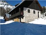Slovenske planine v vseh letnih časihNa planini Lipanca je planšarija z pomožnimi objekti. V poletnem oziroma pašnem času tudi tu postrežejo.