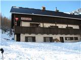 Slovenske planine v vseh letnih časihTo je pa Blejska koča. To je ena izmed naših najvišje ležečih koč. ki je odprta tudi celo zimo vsak vikend, če ne celo edina na tej višini.