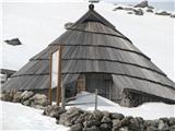 Slovenske planine v vseh letnih časihTu je stan -muzej.