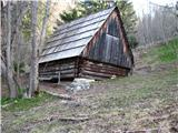 Slovenske planine v vseh letnih časihPod Potoško planino je neka opuščena planina z razpadajočimi šupami bi rekel.