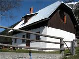 Slovenske planine v vseh letnih časihKoča na planini.