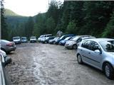 VernarParkirišče je bilo pred planino Konjščico ob sedmi uri zjutraj nabito polno.