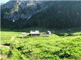 Slovenske planine v vseh letnih časihIz dimnika na planšariji se kadi,