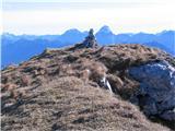 Creta di Rio Secco (2203)na vrhu možic, zadaj Viš in Montaž