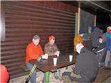 Polhograjska GrmadaV zavetju se prileže topel čaj.