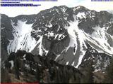 Snežne razmere v gorah 13.4.2017Slika spletne kamere s pogledom na Begunjščico. Vir: http://www.zelenica.info