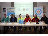 S skupnimi močmi za varnejši obisk gora...Janko Rabič, Matej Planko, Matjaž Šerkezi, Igor Potočnik, Klemen Volontar in Martin Drnovšek (foto Manca Čujež).