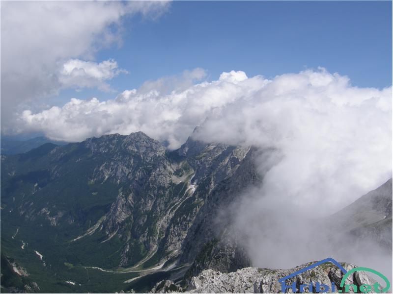 SlikaRazgled s Turske gore proti Krofički. Planjava in Ojstrica pa sta v oblakih.